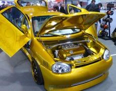 Opel Corsa in gold